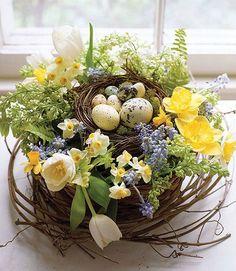 Pour Pâques, je vous propose une décoration basée autour du nid, sous toutes ses formes : Version campagne, dans des pots en terre et du...