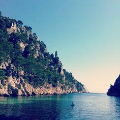 [Photo du jour] La photo Instagram du jour nous a été transmise par @marionn_p . La Calanque d'En Vau *** Si vous avez de belles photos de la région #Provence #Alpes #Cote d' #Azur que vous aimeriez nous partager, utilisez le hashtag #TOURISMEPACA et nous partagerons nos favorites.  #blue #bleu #landscape #sea #mer #mediterranee #calanque #creek #france #instagood #sky #boat #igers #igersmarseille #picoftheday #nature #photooftheday #pictureoftheday http://instagram.com/marionn_p