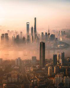 Move back to SH for a career in fashion Cyberpunk City, Ville Cyberpunk, Futuristic City, Shanghai Skyline, Shanghai City, City Vibe, Cool Pictures, Cool Photos, Dubai City