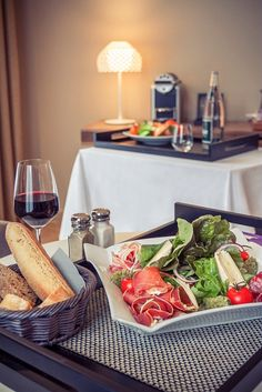 Let's have a typical French meal before walking the streets of #Paris!