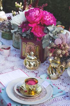 Festive Tea Party. Styling by Pod and Pea, Flowers by Bird and Brak. Photo by Ella Gamlen