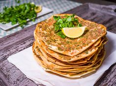 'Lahmacun' is well-known Turkish food which made from very thin dough and minced meat on top. You can consider 'Lahmacun' as Turkish fast food. Turkish Pizza, Turkish Recipes, Ethnic Recipes, Eat To Live, Arabic Food, Original Recipe, Recipe Using, Food Inspiration, Main Dishes