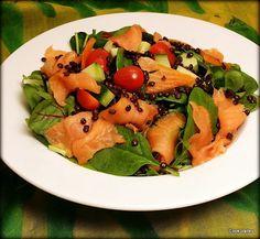 cookvalley - tanker om mad: Frisk salat med røget Fanølaks, belugalinser og lime http://cookvalley.blogspot.dk/2016/03/frisk-salat-med-rget-fanlaks.html