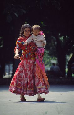 Rumanian Gypsy and her baby Gypsy Life, Gypsy Soul, Romanian Gypsy, Cultura Judaica, Gypsy People, Gypsy Culture, Gypsy Women, Gypsy Girls, Gypsy Living