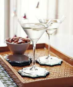 Cucumber Saketini drink recipe. Spring: Come here soon so I can drink this!