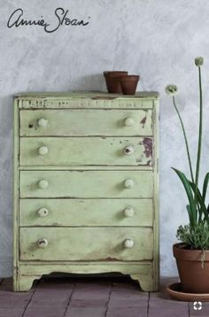 Meet Lem Lem Chalk Paint®, by Annie Sloan! It is our NEW favorite color. It is also the perfect color for this time of year! Lem Lem is a soft, warm green, inspired by fields of alliums that Annie … Small Bedroom Furniture, Living Furniture, Bed Furniture, Shabby Chic Furniture, Furniture Makeover, Furniture Online, Kitchen Furniture, Annie Sloan Painted Furniture, Chalk Paint Furniture