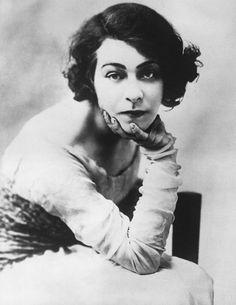 """1906: Alla Nazimova in her Broadway debut in """"Hedda Gabler"""""""