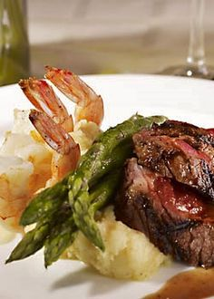 One of Vista's Surf and Turf entrees for wedding guests. Shrimp and sliced beef… - Hochzeit Dinner Entrees, Dinner Recipes, Wedding Entrees, Wedding Foods, Food Dishes, Main Dishes, Wedding Dinner, Wedding Menu, Wedding Stuff