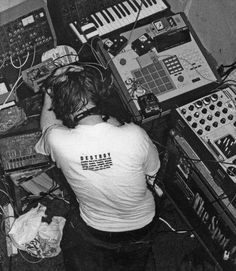 """Aphex Twin - ALl DJ's are """"Gear Heads"""" (it's the nature of the genre)"""