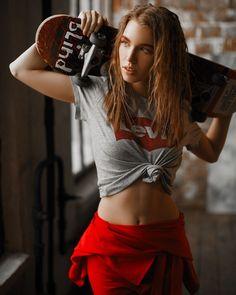 Skate girl make fashion photo photoshoot photo idea - Skate girl make fashion photo photoshoot photo shoot idea - Skater Look, Skater Girl Style, Skater Girl Outfits, Skateboard Photos, Skate Photos, Skateboard Girl, Girl Photo Shoots, Girl Photos, Fashion Photo