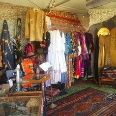 The bohemian booth at Craft Show Booths, Craft Booth Displays, Store Displays, Display Ideas, Clothing Boutique Interior, Boutique Decor, Vintage Clothing Stores, Vintage Shops, Clothing Booth Display
