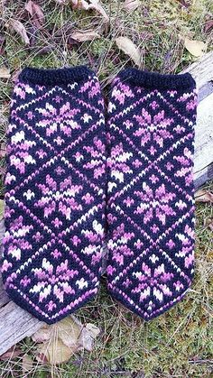 Ravelry: Idavotten mittens pattern by Jorunn Jakobsen Pedersen Hand Knitting, Knitting Patterns, Crochet Patterns, Mittens Pattern, Ravelry, Knit Crochet, Projects To Try, Plaid, Knits