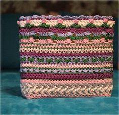 Week 5 van de 'I want that bag!' CAL ontworpen doorKimberly Slifer van Just a Girl and a Hookis de laatste week van het haakgedeelte van de tas. Volgende week maken we hem helemaal af…