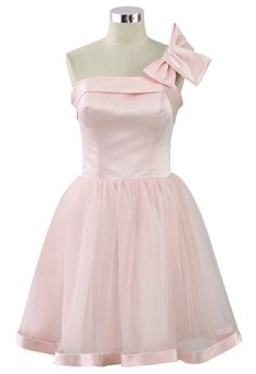 Another excellent dress choice for bridesmaids or parties. It features big detachable bow, you can either put in on the single shoulder strap, bustier or waist to create different looks. Back zip closure with self-tie strings on the back, wavy satin band on hemline. You are no doubt the sweetest lady of the room. - Back zip closure on skirt, adjustable self-tie strings on back- Padded bustier- Single shoulder strap, length=33cm/13