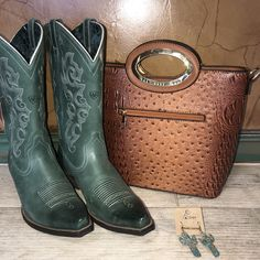 ac77ed7d2 We are OBSESSED with these boots! What do you guys think? Be sure to