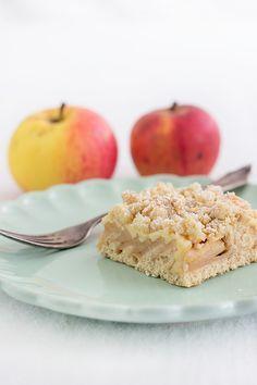 Apfel-Pudding-Kuchen, sehr sehr lecker!!! --- Tipps: Rührteig sehr knapp, nur für kleines Blech außerdem etwas Butter ergänzen, Vanillezucker, deutlich weniger raffinierten Zucker! // Dafür genug Streusel // Mehr Äpfel & min 1,5x Puddingmasse empfehlenswert! // Zimt nicht vergessen :D