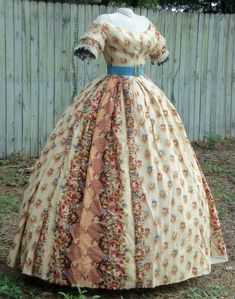Floral challis evening gown with belt Victorian Gown, Victorian Fashion, Vintage Fashion, Vintage Outfits, Vintage Gowns, Historical Costume, Historical Clothing, 1850s Fashion, Civil War Fashion