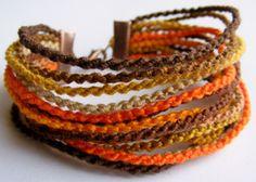 Az ősz színeiben - csomózott karkötő