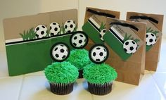 cute soccer cupcakes and goodie bags