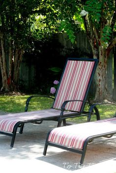 How to makeover your patio furniture! Great tutorial! #chaise #patio #makeover  http://topthistopthat.blogspot.com/2012/08/how-to-refurbish-your-old-chaise.html