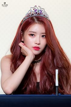 Black And Burgundy Hair, Fall Red Hair, Red Purple Hair, Pretty Red Hair, Dyed Red Hair, Red Hair Color, Burgundy Color, Red Black, Color Red