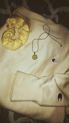 yellow scrunchie, yellow sun necklace, yellow sweatshirt, all things yellow = happy Fall Outfits, Casual Outfits, Summer Outfits, Cute Outfits, Artsy Outfits, Trendy Outfits For Teens, Mom Outfits, Estilo Cool, Teen Fashion