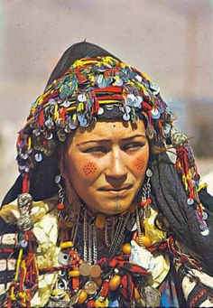 Africa   Aït Haddidou woman. Imilchil, Atlas Mountain region, central Morocco.    Scanned postcard; published by Bertrand. Post stamped 1973