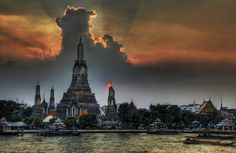 temple wat arun bangkok. #Inspiration for the #HoneymoonThailand of Celine & Tony's wedding : http://http://www.les-rires-de-julie.com/vrai-mariage-celine-et-tony/