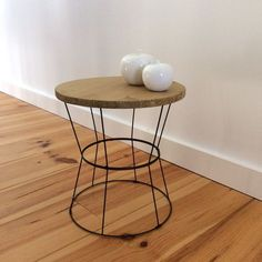 DIY table d'appoint avec des abats jours - DIY side table lampshade - www.be Plus Basement Furniture, Diy Furniture, Home Staging, Decoration, Home Crafts, Metal Working, Sweet Home, Wood, Design
