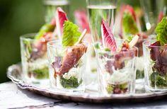 BBQ-kycklingspett med krämig coleslaw Tapas, Coleslaw, Finger Foods, Bbq, Recipes, Easter, Barbecue, Barrel Smoker, Coleslaw Salad