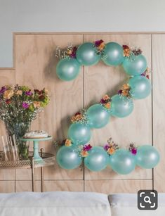 DIY: Flowery balloon garland- DIY: Blumige Ballongirlande Carnations and balloons DIY wall decoration Tollwasblumemach … - Diy Birthday Decorations, Balloon Decorations Party, Balloon Garland, Flower Balloons, Balloon Balloon, 2nd Birthday Parties, Birthday Balloons, Baby Birthday, Birthday Ideas