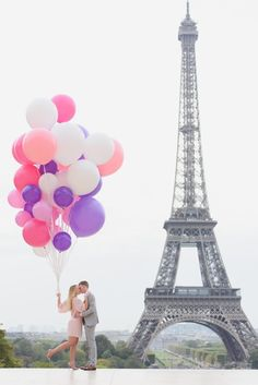 Currently swooning over this sweet engagement in Paris!