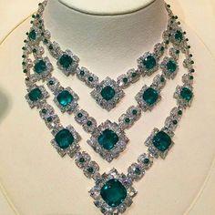 3 Tier Row of Emeralds and Diamond Necklace Emerald Jewelry, Gems Jewelry, Diamond Jewelry, Jewelry Accessories, Jewelry Necklaces, Fine Jewelry, Jewelry Design, Luxury Jewelry, Modern Jewelry