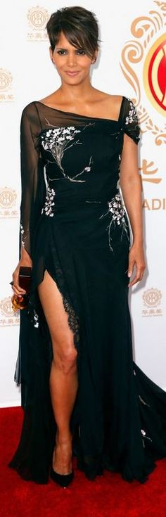 Who made  Halle Berry's black floral gown, jewelry, and pumps that she wore in Los Angeles on June 1, 2014?