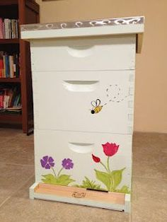 More pics of my hand painted bee hive Schönheit iDeen 💆 ? Bee Hives Boxes, Bee Boxes, Bee Hive Plans, Bee Drawing, Honey Bee Hives, Honey Bees, Buzz Bee, Bee Supplies, Raising Bees