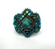 He encontrado este interesante anuncio de Etsy en https://www.etsy.com/es/listing/119654082/bead-embroidery-bracelet-beadwork