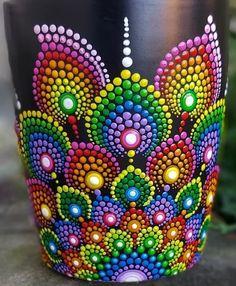 Dot Art Painting, Rock Painting Designs, Mandala Painting, Ceramic Painting, Mandala Dots, Mandala Design, Bottle Painting, Bottle Art, Wine Glass Crafts