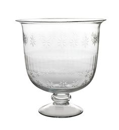 A beatuiful punch bowl made of clear glass. This punchbowl / dessert bowl is ideal for displaying a dessert or drinks with grace. Also suitable to use as a dessert bowl, fruit bowl, vase, etc. A really nice gift for Christmas, weddings and parties! Mason Jar Wine Glass, Glass Vase, Dessert Bowls, Hurricane Glass, Punch Bowls, Decorative Accessories, Clear Glass, Really Cool Stuff, Best Gifts
