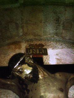 El Cristo de las Injurias pertenecía a la ermita de la Dehesa de Villasbuenas, actualmente está en la Iglesia de San Pedro. Recibe este nombre porque según la leyenda, esta imagen fue apedreada por unos mozos judíos, en la ermita de la Dehesa de Villasbuenas, donde se encontraba.