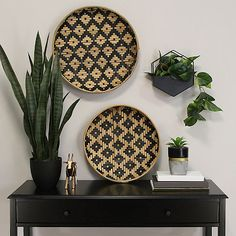 Shop Stratton Home Decor Set of 2 Two Tone Woven Bamboo Plates - Overstock - 30074335 Metal Wall Planters, Concrete Planters, Hanging Planters, Do It Yourself Inspiration, African Home Decor, African Interior, Bamboo Wall, Home Decor Sets, Baskets On Wall