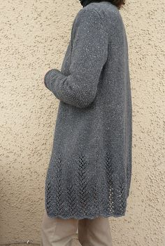 Ravelry: Project Gallery for Perry pattern by Michele Wang - Simple long V-neck cardigan w/ vertical lace details at the bottom Sweater Knitting Patterns, Knitting Stitches, Knit Patterns, Free Knitting, Knitted Coat, How To Purl Knit, Looks Cool, Crochet Clothes, Pulls