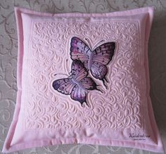 HandMade by Raidenkova Quilting Projects, Quilting Designs, Hand Embroidery, Machine Embroidery, Quilt Patterns, Sewing Patterns, Quilted Pillow, Mini Quilts, Free Motion Quilting