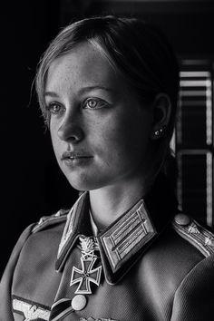 Al mejor estilo militar del Tercer Reich