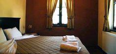 Χαλαρώστε      στο ξενοδοχείο Καμάρες, στο Τσεπέλοβο Ιωαννίνων, μία πανέμορφη τοποθεσία που      περιβάλλεται από πλούσια βλάστηση με υπέροχη θέα στο βουνό      ή στο χωριό. Όλα τα      δωμάτια διαθέτουν σκαλιστή οροφή, ιδιωτικό μπάνιο, τηλεόραση (κάποια      δωμάτια διαθέτουν καμπίνα ντους με υδρομασάζ). Το      ξενοδοχείο διαθέτει: Εστιατόριο, Μπαρ, 24ωρη υποδοχή, Κήπο. Διακόσμηση      που θυμίζει τα αρχοντικά της παλιάς εποχής.
