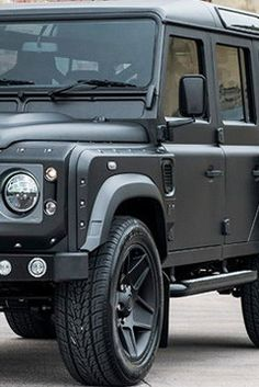 """British Kahn Design and their sub-brand, The Chelsea Truck Company, in honor of the legendary Defender model, has prepared a new special edition called """"The End Edition""""."""