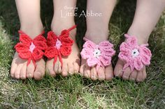 60+ Adorable and FREE Crochet Baby Sandals Patterns --> Toe Flower Sandals #crochet #pattern #baby #sandals