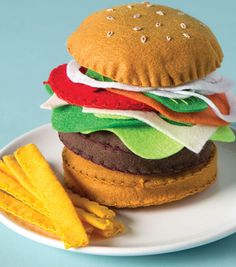 Fun Arts And Crafts, Arts And Crafts Projects, Crafts For Kids, Felt Diy, Felt Crafts, Felt Food Patterns, Felt Play Food, Burger, Joanns Fabric And Crafts