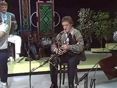 "Irish traditional music :""The Chieftains"" play a medley: Toss The Feathers/The Humours of Ballyconnell/The March of the King of Laois/The South Wind/Graig's Pipes/The Flags of Dublin - YouTube"