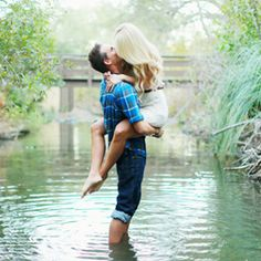 Woodsy engagement photos make this a romantic + fun session!