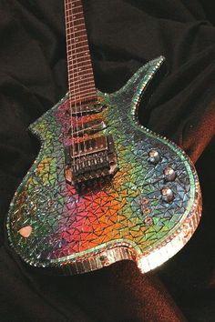 Godsdirt Guitar Art - Glass Act. Retrouvez des cours de #guitare d'un nouveau genre sur https://www.mymusicteacher.fr ! #Guitartypes